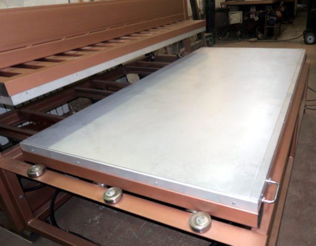 Пресс теплый с выдвижным щитом для шпона. Размер плиты 2100*1000 мм, 12 тонн.