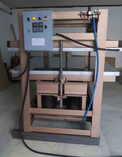 Пресс горячий усиленный, для склеивания массива. Плита 1300*1300 мм, 24 тонны.